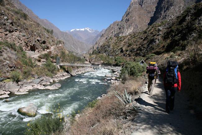 Đường mòn Inca có những đoạn rất hẹp