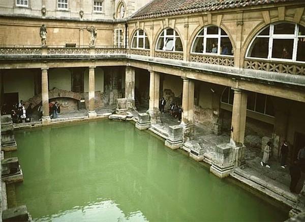 Nhà tắm La Mã, nơi phát hiện hàng trăm bộ xương trẻ sơ sinh dưới cống ngầm.