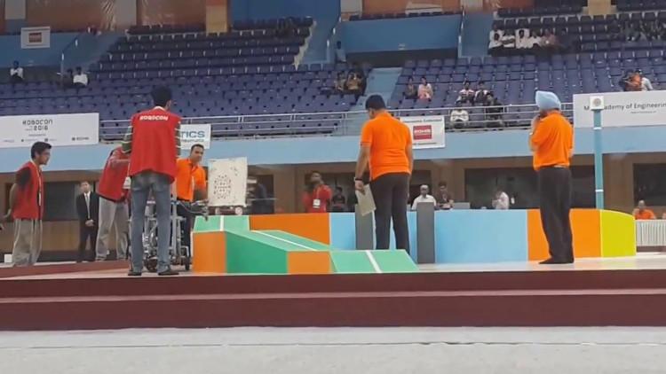 Đội vô địch sẽ đại diện cho Việt Nam tham gia Cuộc thi sáng tạo Robot Châu Á - Thái Bình Dương 2016.