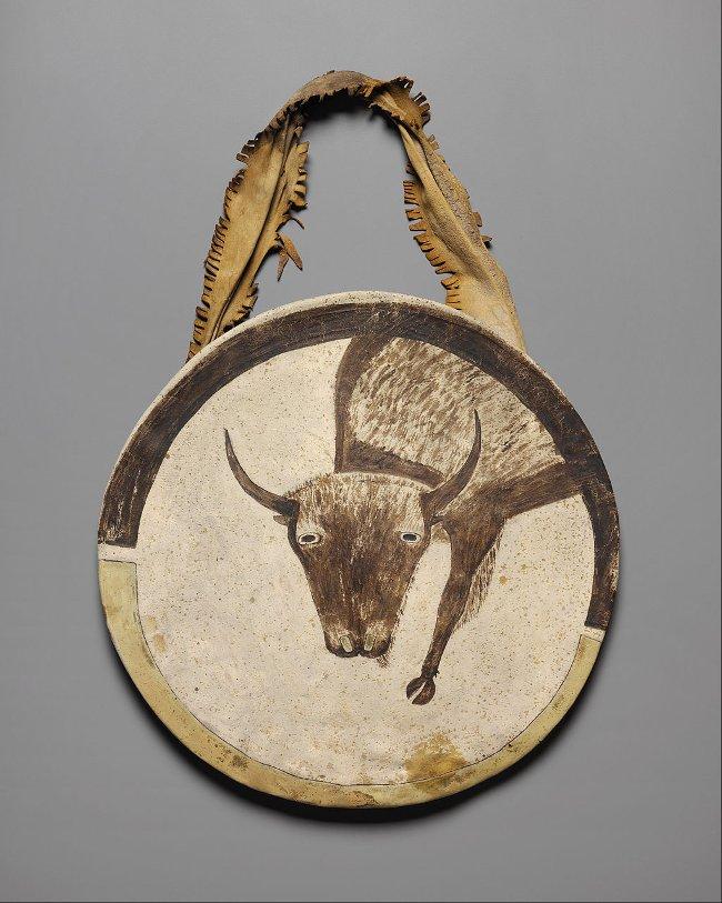 Một tấm khiên da sống từ năm 1850 tại Bảo tàng nghệ thuật Nelson-Atkins, Mỹ