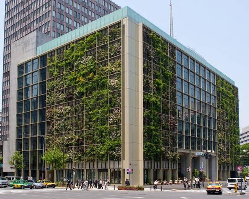 Công ty Kono Designs đã tạo ra không gian xanh cho cả bên ngoài và bên trong khu văn phòng 9 tầng ở Tokyo (Nhật).