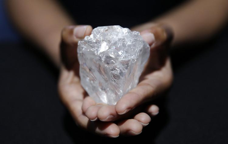 Viên kim cương được định giá 1.500 tỉ đồng và có niên đại hơn 3 tỉ năm tuổi.