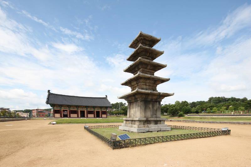 Vương triều Baekje (Bách Tế) do Onjo thành lập, ông là con trai thứ ba của Chu Mông
