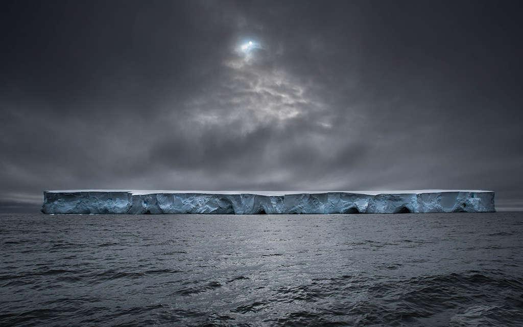 """Bức ảnh có tiêu đề """"Phi thuyền"""" chụp một tảng bằng trôi khổng lồ ở Nam Cực."""