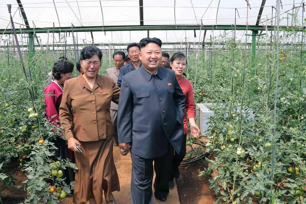 nhà lãnh đạo Triều Tiên Kim Jong Un tới thị sát một nông trại