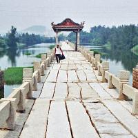Cây cầu cổ bằng đá dài nhất Trung Quốc