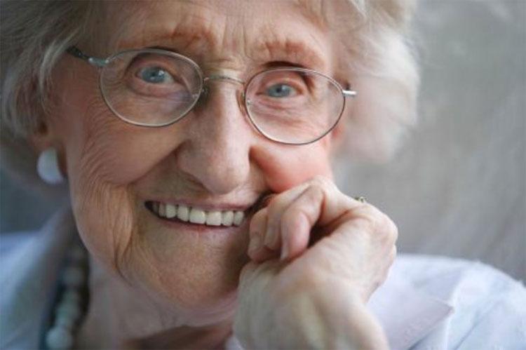 Rất có thể sự thay đổi hóa chất trong não khiến người già cảm nhận thời gian khác thanh niên.