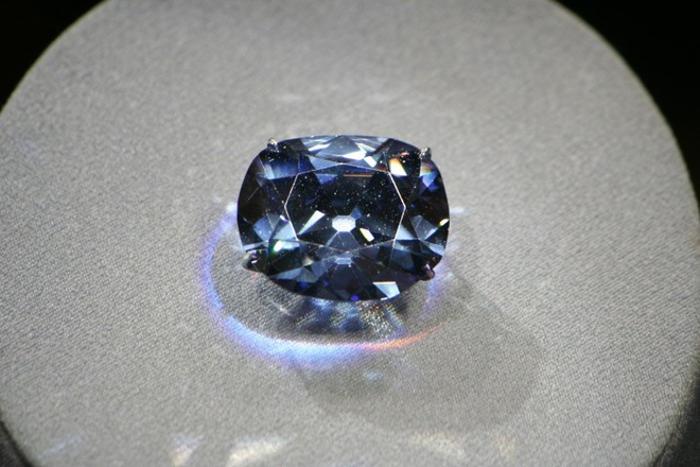 Hope là một trong những viên kim cương tai tiếng nhất thế giới