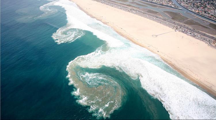 Dòng chảy xa bờ luôn là mối nguy hiểm kể cả với những tay bơi kỳ cựu.