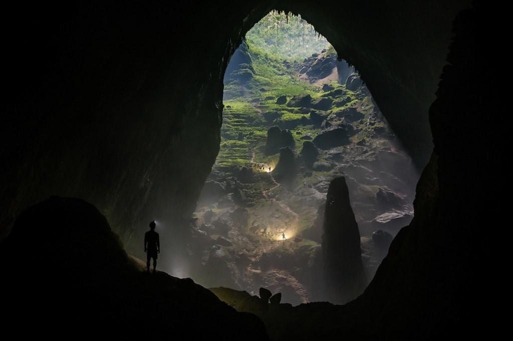 Quy mô khổng lồ của hang Sơn Đoòng khiến việc chinh phục nơi này không hễ dễ dàng, đòi hỏi du khách phải có thể lực tốt.