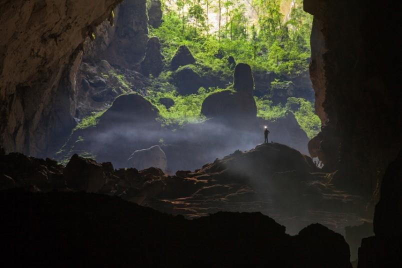 Với chiều dài gần 9 km, hang Sơn Đoòng giống như một thế giới khác lạ, với khí hậu, hệ sinh thái, động thực vật riêng.