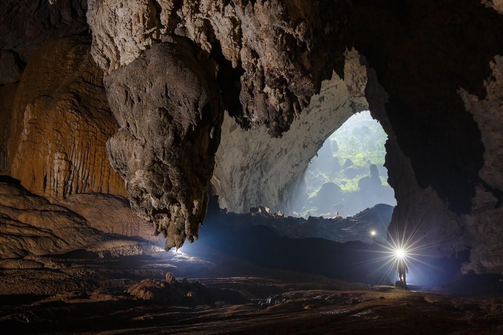 Mọi ngóc ngách trong hang đều có những chùm thạch nhũ với đủ hình dạng, không khu nào giống khu nào.