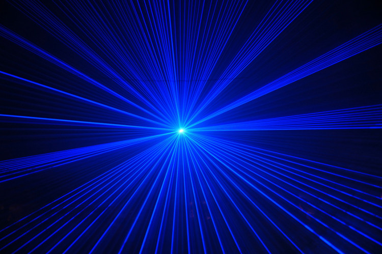 Vệc dùng tia laser để chiếu vào người khác dù với bức cứ lý do gì là tối kỵ và cần phải được ngăn chặn kịp thời.