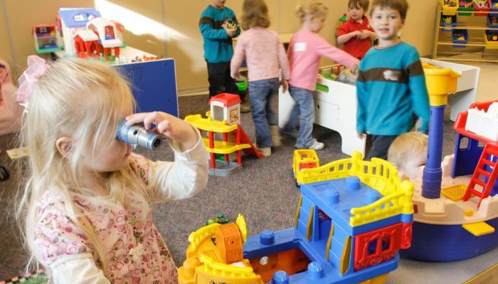 Cẩn thận với những đồ chơi trẻ em có màu sắc lòe loẹt