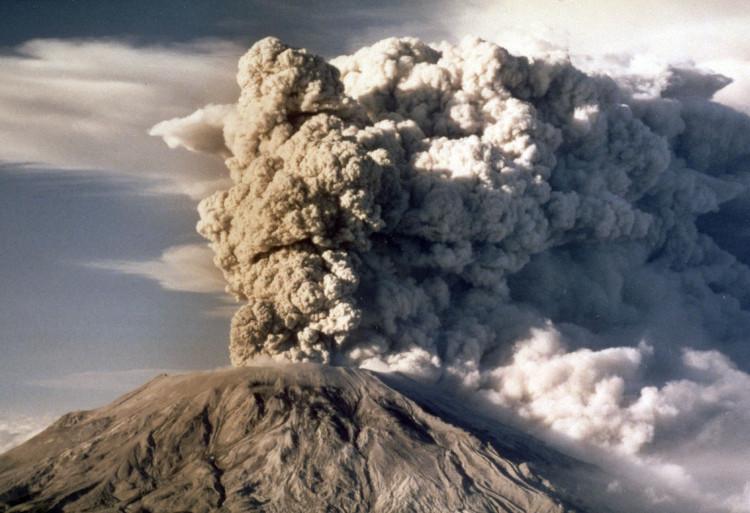 Vụ phun trào năm 1980 của núi lửa St. Helens giết chết 57 người.