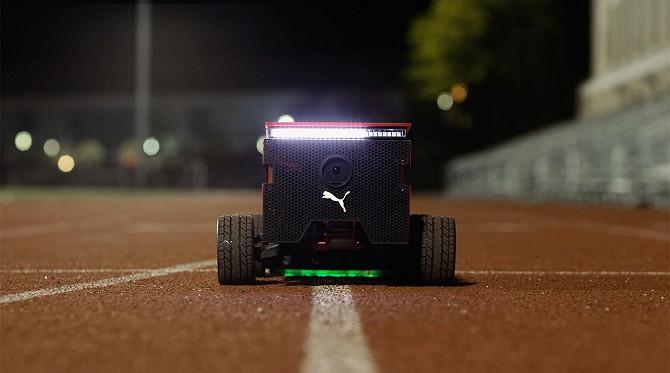 Chú robot này có thể điều chỉnh ở nhiều tốc độ khác nhau thông qua một ứng dụng trên smartphone.