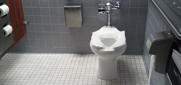 Giấy vệ sinh còn có thể chứa nhiều vi khuẩn gây hại cho cơ thể.