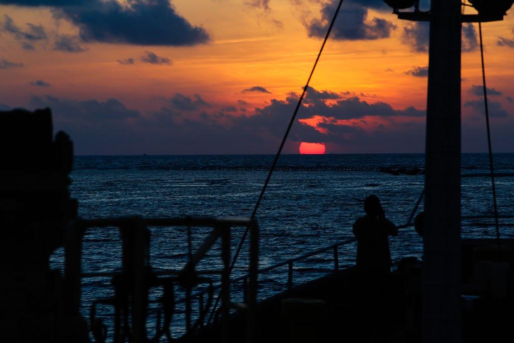 Bình minh trên phía bắc quần đảo Trường Sa nhìn từ tàu tiếp tế Hải Đăng 05.