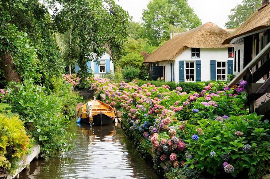 Ngôi làng Giethoorn không có bất kỳ con đường nào...
