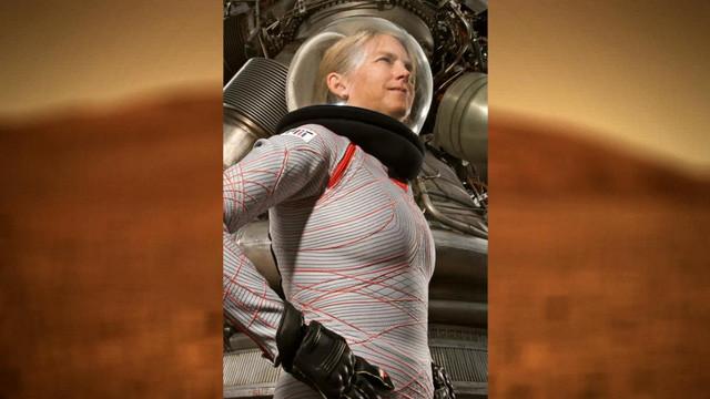 Dava Newman, một nhà khoa học ở MIT đã tạo ra bộ đồ vũ trụ này.