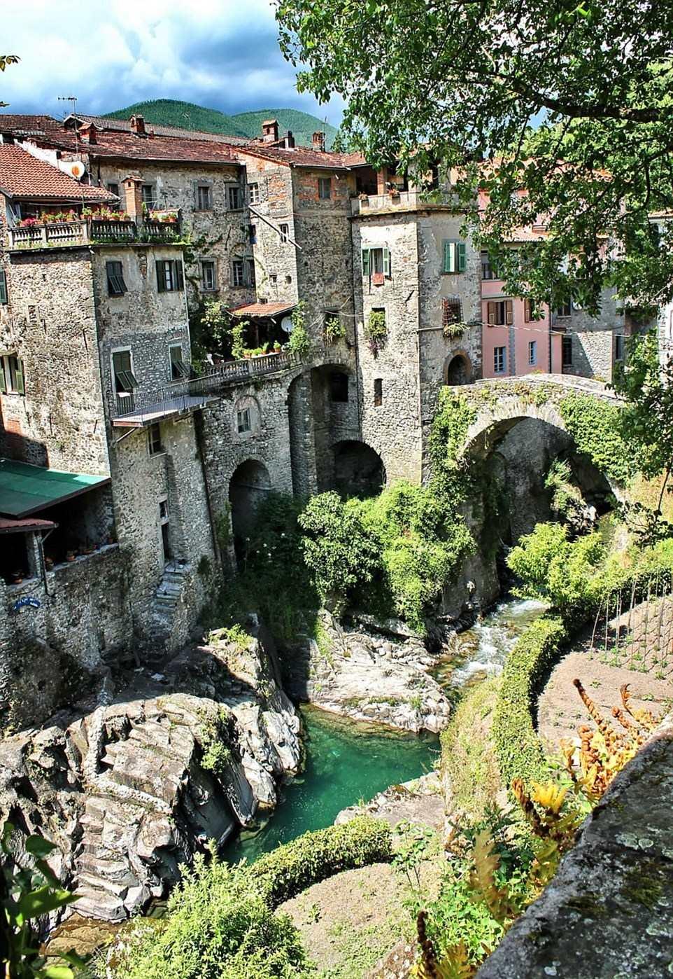 Làng Bagnone, Ý