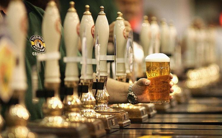 Người tiêu thụ rượu vừa phải gặp ít rủi ro hơn người không uống rượu và người nghiện rượu nặng.
