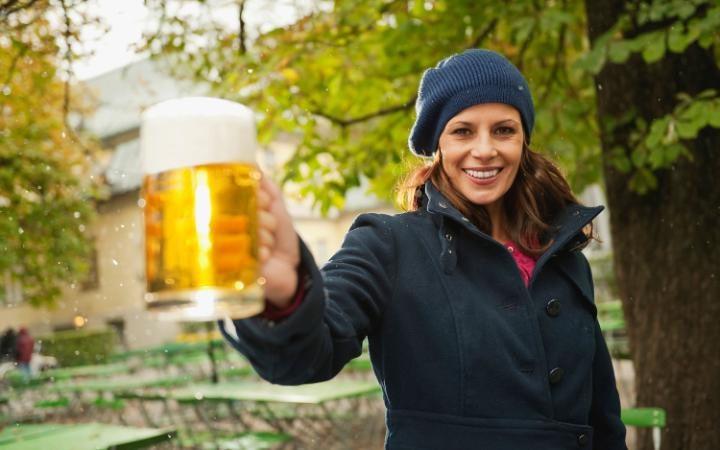 Uống bia điều độ rất có lợi cho sức khỏe.