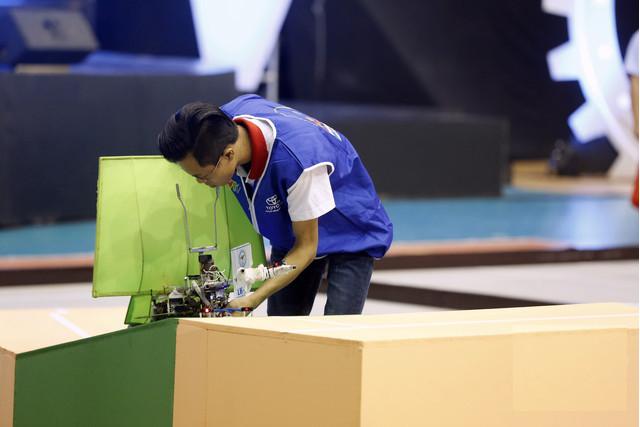Đội tuyển LH - F đã hạ gục Sao Đỏ ĐT02 của Đại học Sao Đỏ với chiến thắng tuyệt đối Chai-Yo chỉ trong 21 giây.