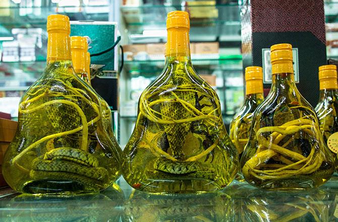 Rượu giả thường được sản xuất bất hợp pháp tại Trung Quốc