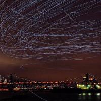 Chim bồ câu tạo mưa sao băng lướt qua trời New York