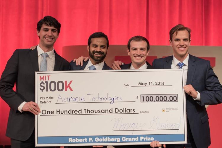 Nhóm sinh viên đã giành được giải thưởng 100.000 USD với thiết bị chẩn đoán hơi thở mới này.