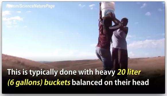 Đây là cách thức mà người dân châu Phi từng dùng để mang nước về.