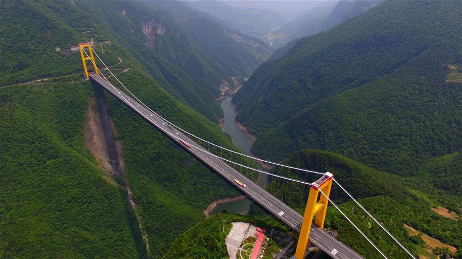 Cầu Siduhe nằm cách vùng 3 hẻm núi nổi tiếng của sông Trường Giang khoảng 80 km về phía nam, thuộc tỉnh Hồ Bắc.