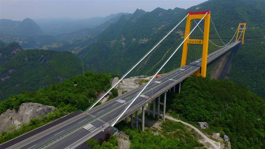 Cầu Siduhe cao tới mức đối thủ gần nhất ở Mexico thấp hơn tới 100 m.