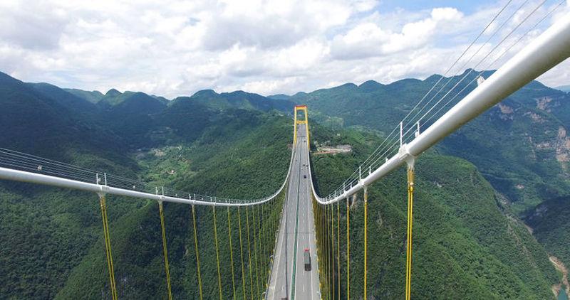 Cây cầu này không chỉ là tuyến đường giao thông, mà còn là một công trình đáng ngưỡng mộ.