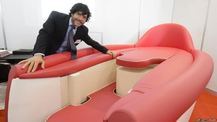 Chiếc ghế này đặc biệt hữu ích đối với những người bị khuyết tật và những người mắc chứng đau lưng.