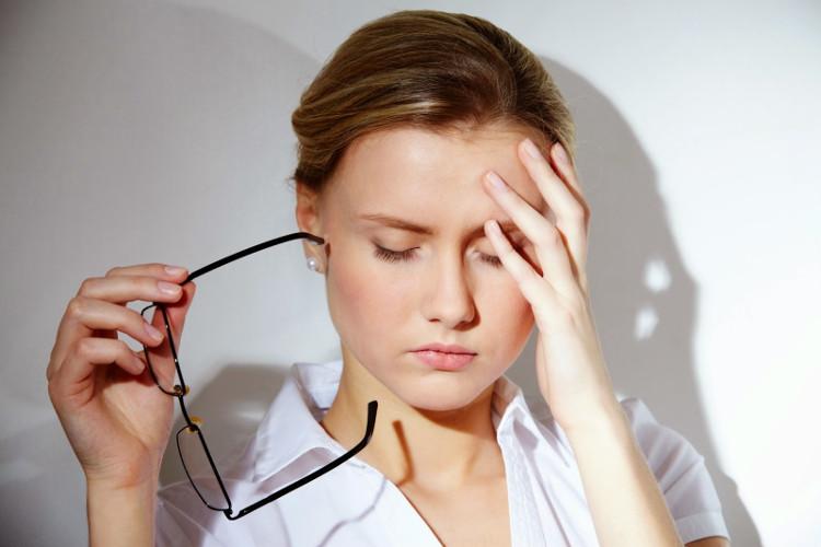 Những cơn đau đầu thường xuyên không rõ nguyên do thường là dấu hiệu của rối loạn chuyển hóa bên trong cơ thể.