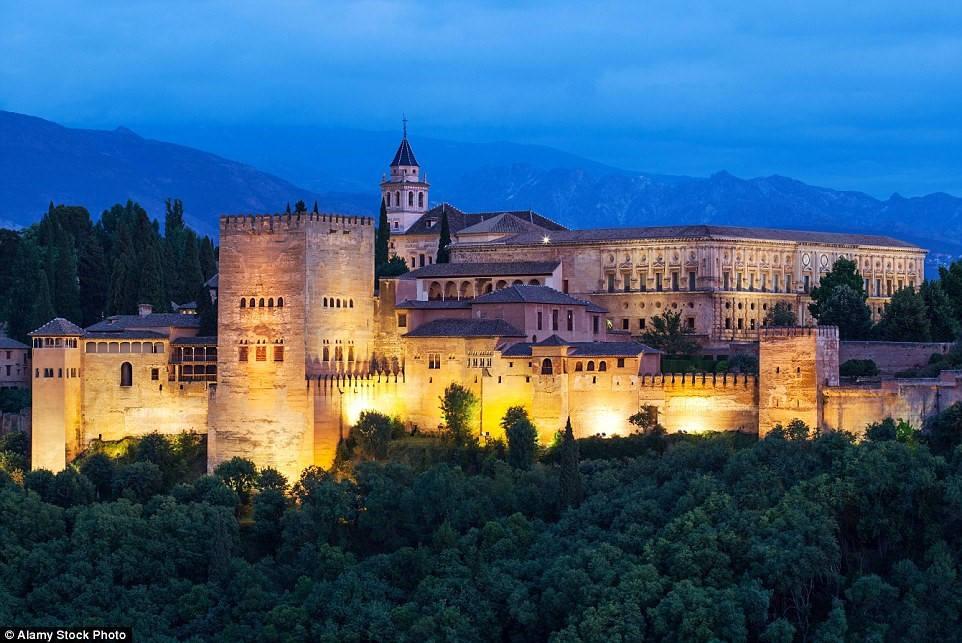 Lâu đài Alhambra, Granada, Tây Ban Nha