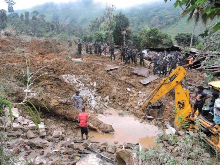 Lực lượng cứu hộ đang tìm kiếm cứu nạn.