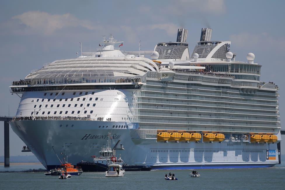 Harmony of the Seas có chiều dài 362 mét - tương đương với chiều dài của 5 chiếc Boing 747 đặt nối liền nhau.
