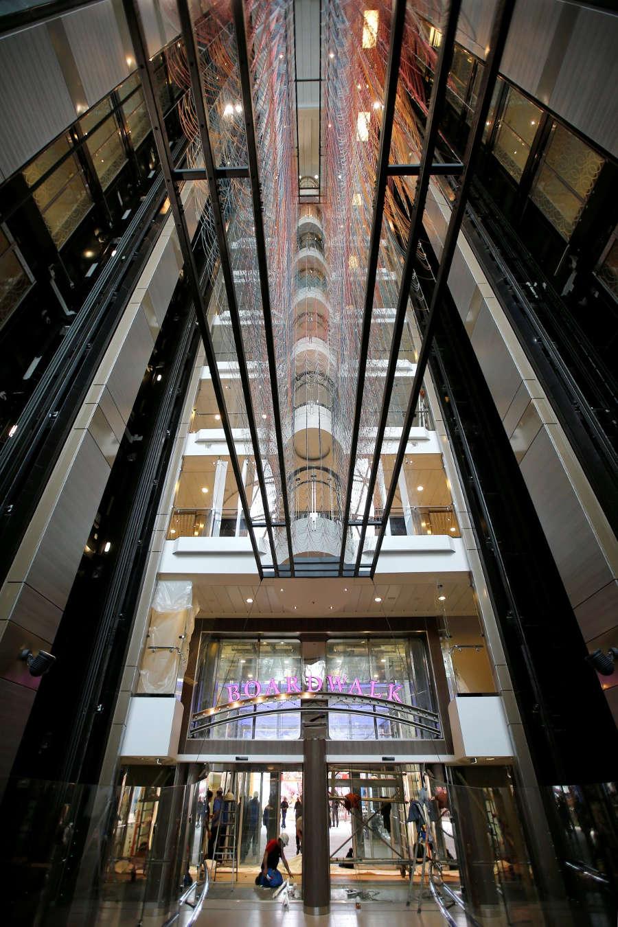 Harmony có 24 thang máy dành cho khách.