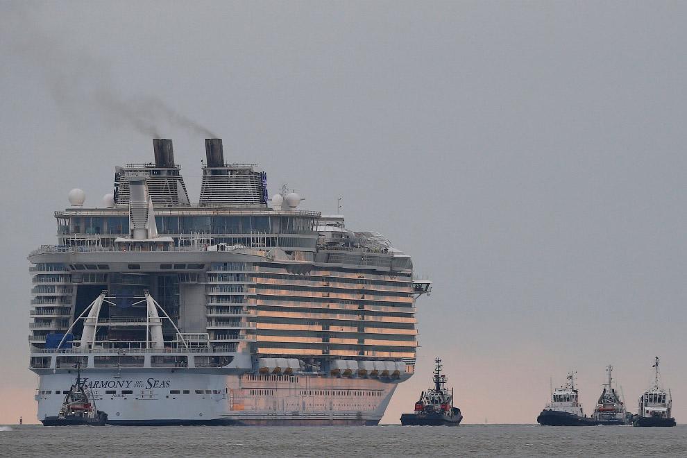 Chiếc siêu du thuyền này được trang bị 3 động cơ 25,000 mã lực, 3 máy phát điện diesel Wärtsilä có công suất 18,600 mã lực và 3 hệ thống chân vịt Azipod.