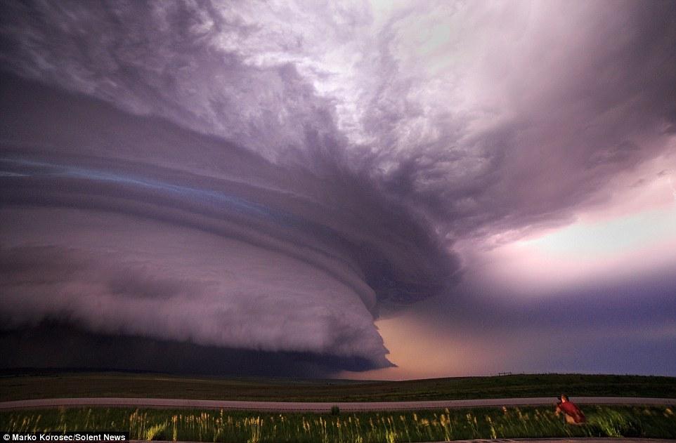 Marko đã tới các bang Texas, Oklahoma, Kansas, Colorado, Nebraska, Nam Dakota và Montana để theo đuổi những hình ảnh thiên nhiên tuyệt đẹp nhưng nguy hiểm khi bão về.