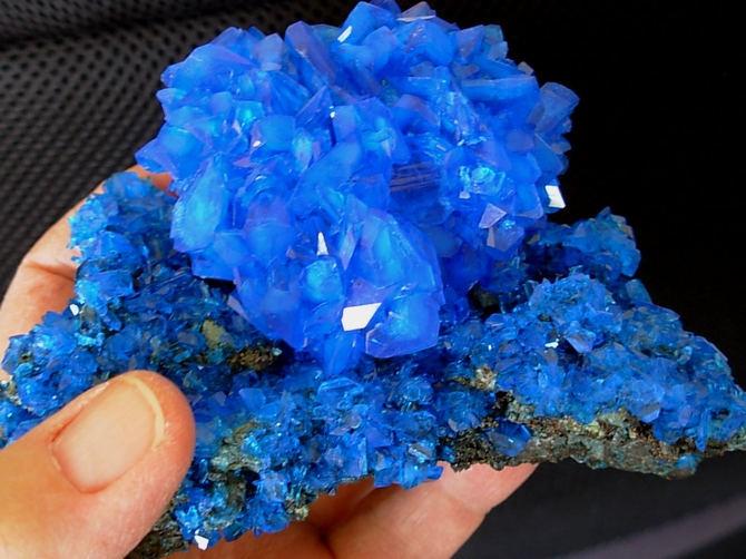 Tinh thể chalcanthite màu xanh
