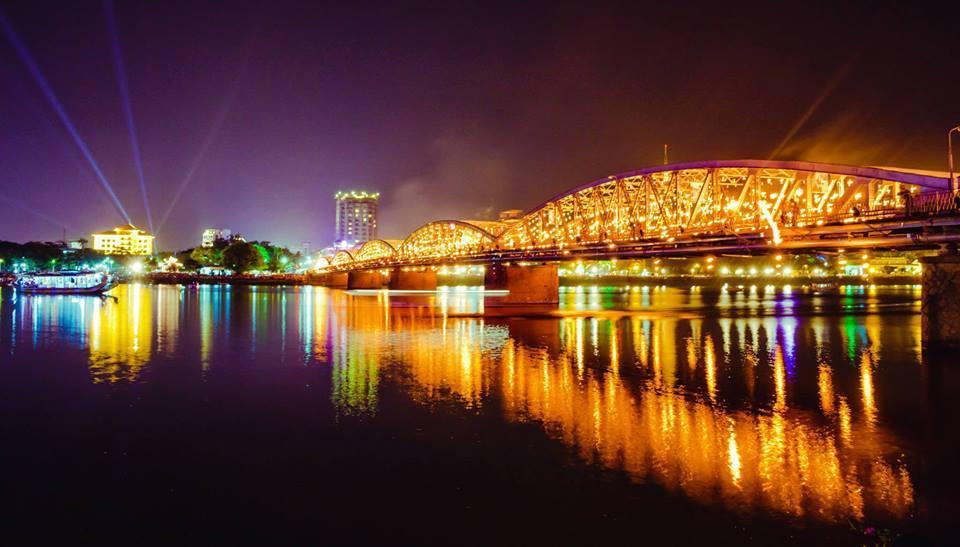 Cầu TCầu Trường Tiền biểu tượng kiến trúc cận đại xứ Huếường Tiền của xứ Huế mộng mơ