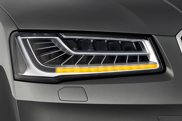 Đèn LED chiếu sáng trên chiếc Audi A8L.