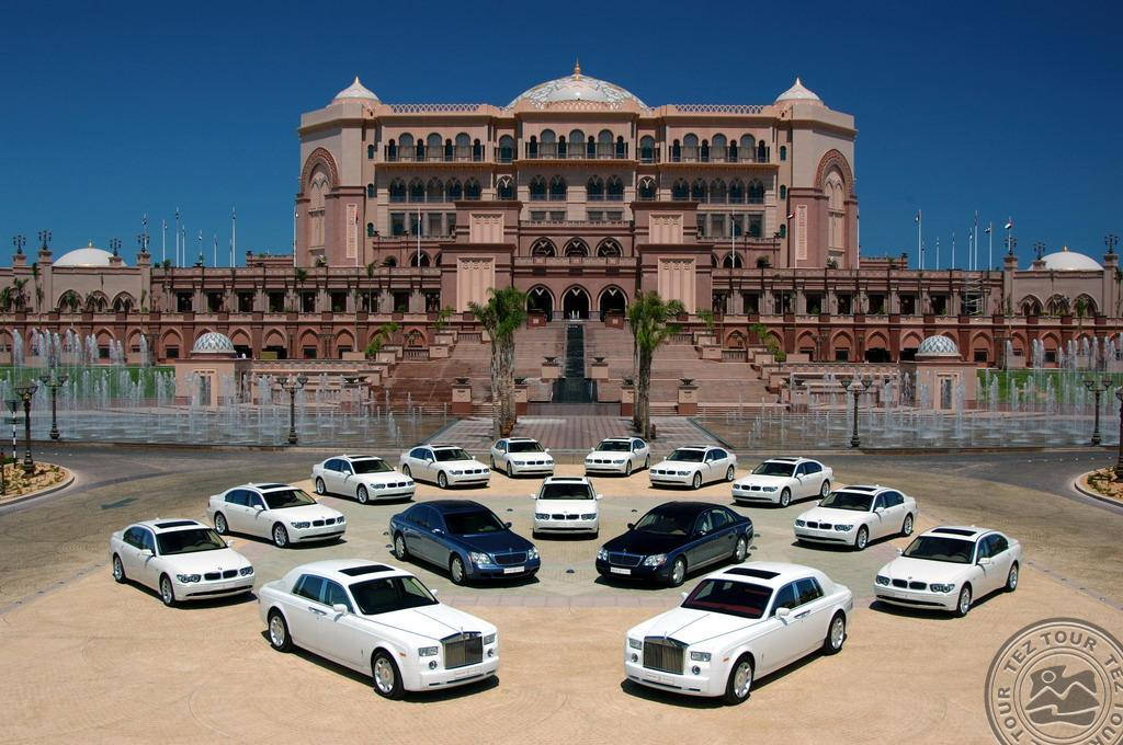 Emirates Palace (UAE) - kinh phí xây dựng: 3,90 tỷ USD.
