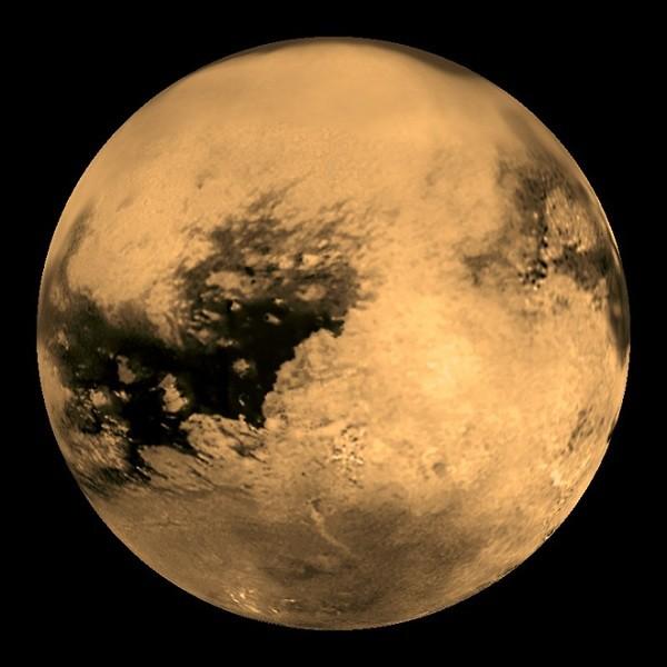 Titan là vệ tinh lớn nhất của sao Thổ,
