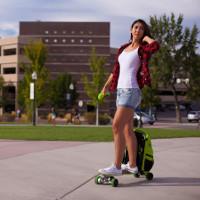 Movpak: Ba lô kết hợp ván trượt skateboard, pin di động, tích hợp bluetooth