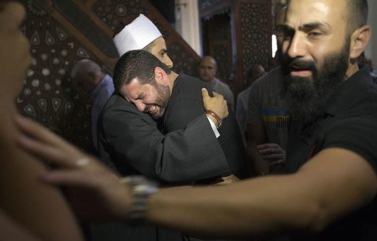 Đạo diễn phim Osman Abu Laban (chính giữa) mất 4 người thân trong thảm hoạ hàng không.